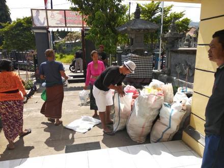 Cuma di Dencarik, Masyarakat Menyumbang Sampah Plastik Ke Pemdes