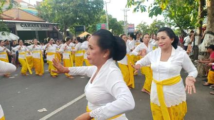 7.289 Penari Rejang Renteng Padati Jalan Ngurah Rai-Pramuka Singaraja